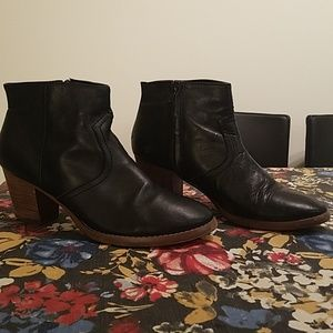 Crown Vintage black ankle boots
